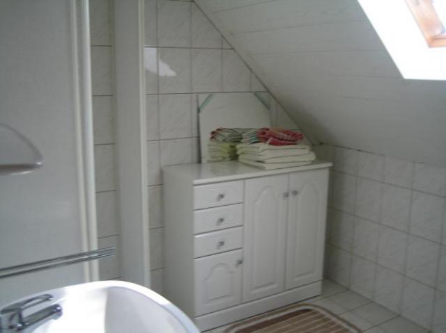 zuhanyzó-WC emelet