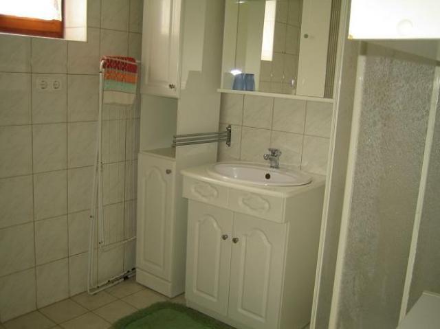 zuhanyzó-WC földszint