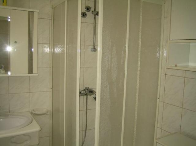 zuhanyzó-WC földszint1